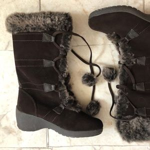 Sports Meagan Black Boot with Faux Fur and Pom Pom